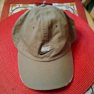 Nike Unisex Distressed Cap